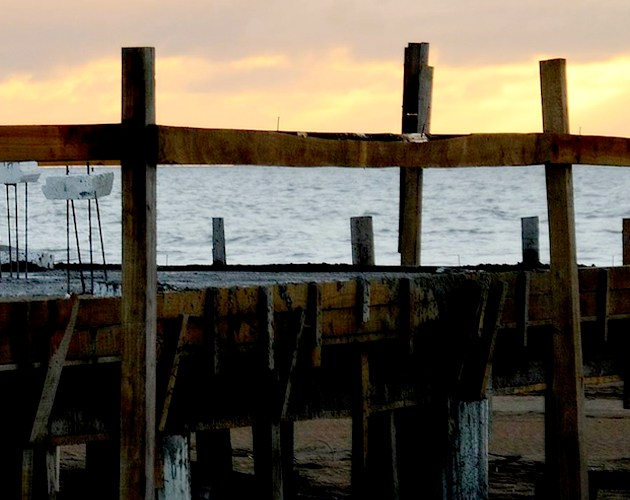 No nos da igual: la playa es nuestra y no de quien la y nos explota
