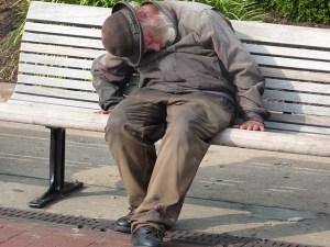 homeless-man-552571_640