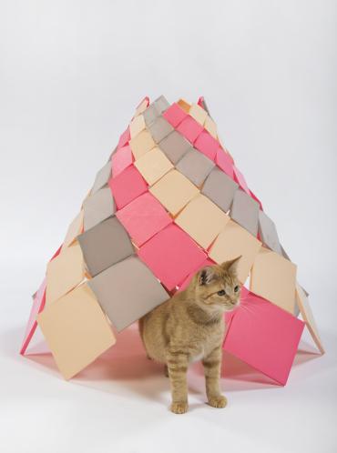 【猫ネタ】スタイリッシュすぎる!!有名建築デザイナーが本気でデザインした猫の小屋とは・・・!?