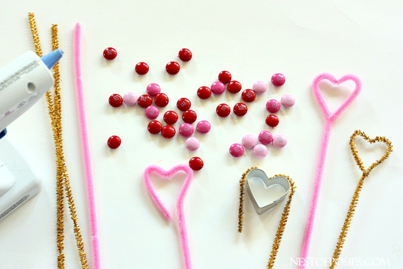 how to make pipe cleaner cake toppers