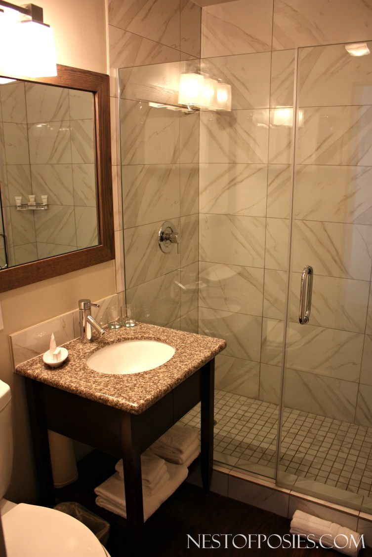 Hotel Room Bathroom - Pacific Edge Hotel