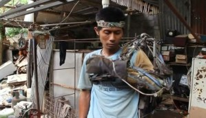 This Iron man from Indonesia made arm out of scrap to get rid of his paralysis problem!