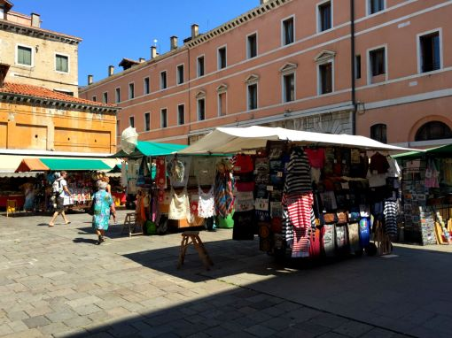 Marktstände in Venedig