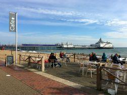 Café auf der Eastbourne Promenade
