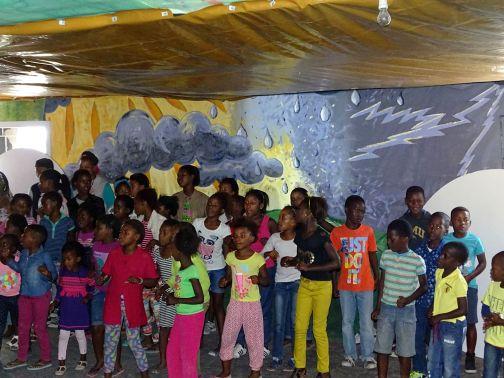 Aufführung der Kinder