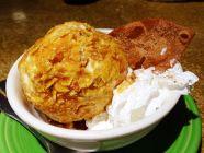 Frittiertes Eis mit Cornflakes und Honig