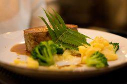 Kalb mit Kartoffelstock und Brokkoli