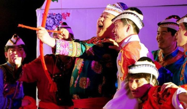 the groom shoots three arrows at his bride in china
