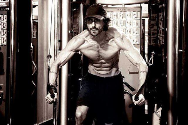 arjun rampal working out at the gym