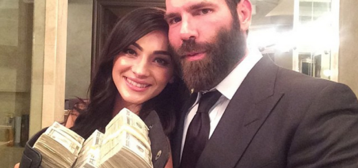 dan bilzerian showing a wad of cash
