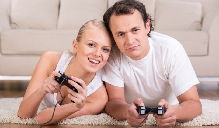 couple playing video games_New_Love_Times