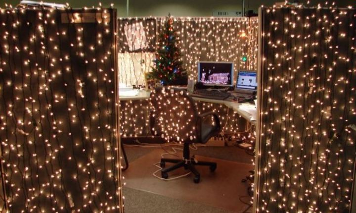 15 Christmas Cubicle Decorating Ideas To Bring In Some
