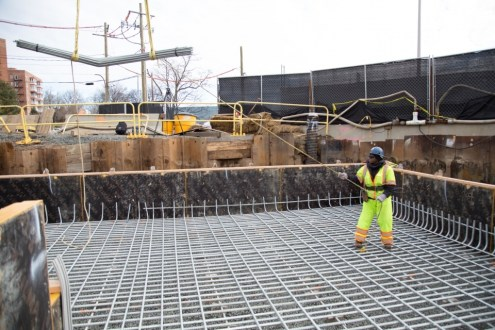 January 20, 2015 - Additional galvanized rebar arrives at the Rockland landing's northern abutment.