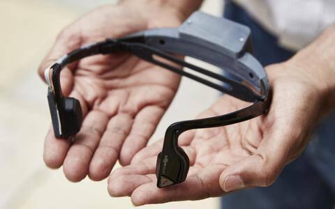 «Έξυπνα» ακουστικά μιλούν και δείχνουν τον δρόμο σε τυφλούς