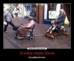 viejos en silla de ruedas