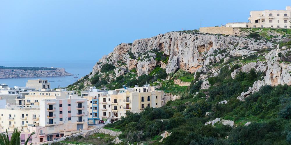 Maltos požemiai. Namas uoloje