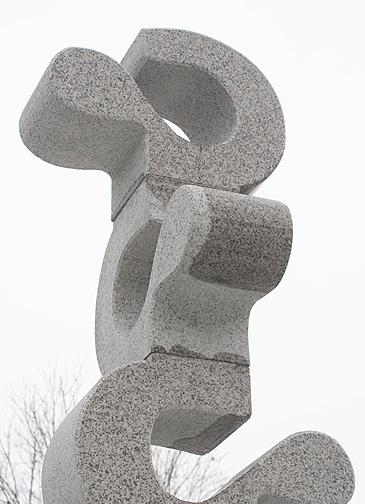 Скулптура от стар комунистически паметник