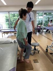 高齢者は、体が弱るため機能回復訓練が欠かせない