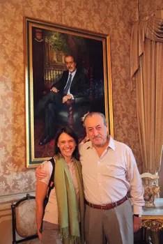 Senor Aliaga mit Nikki im Casa de Aliaga in Lima.