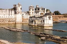 tourist places to visit in chittorgarh - Rani Padmini Palace