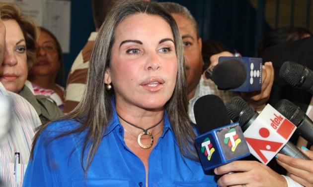 La Alcaldesa Eveling Trejo firmó e instó a los demás alcaldes zulianos a firmar el presupuesto 2017 de Maduro