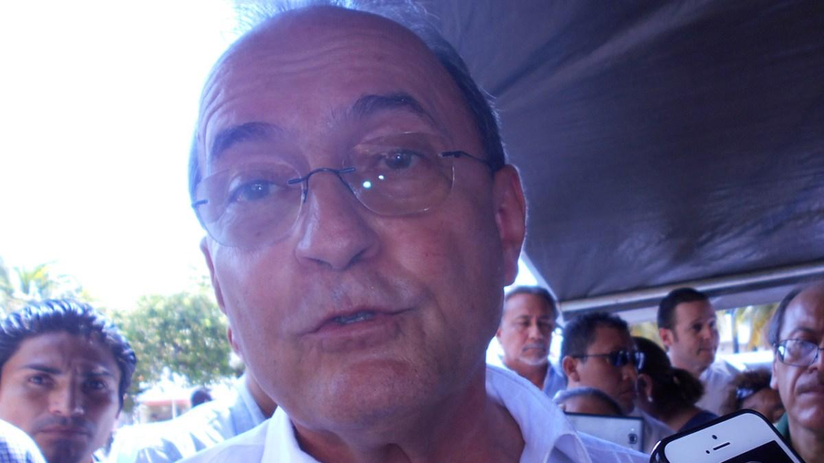 López Mena y sus metidas de pata