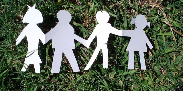 paper-family-1313628-639x426