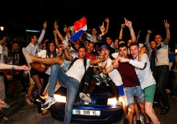JOIE SUPPORTERS EURO 1-2 F-27