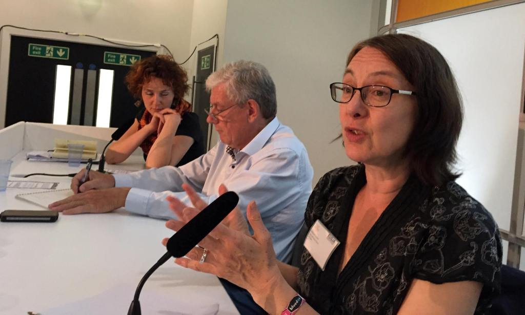 A panel discussion offers different perspectives on professional ethics in science journalism. From left to right: Elisabetta Curzel (Freelance journalist), Jean-Pierre Alix (Board member of Euroscience), and Deborah Cohen (Edito, BBC Radio Science Unit).