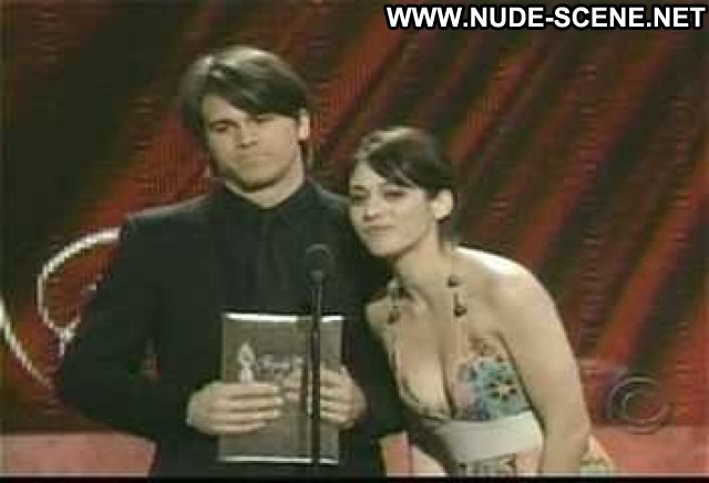 Lizzy Caplan Nude Sexy Scene 2007 People S Choice Awards Hot