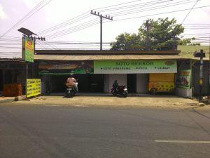 Warung Soto Berkoh : Tak Hanya Jual Soto Ternyata