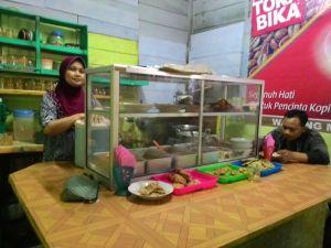 Warung Makan Bu Fani Pasar Wage Purwokerto : Pagi Sekali Sudah Buka