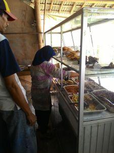 Rumah Makan Sari Mas Purwokerto : Ada Saja Pembelinya Walau Diluar Jam Makan