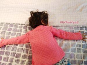 Bagaimana Posisi Tidur Yang Baik Bagi Sikecil?
