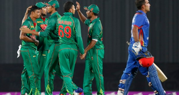 Bangladesh's Taijul Islam, left, celebrates with teammates after the dismissal of Afghanistan's Hashmatullah Shahidi, right, during their first one-day international cricket match in Dhaka, Bangladesh, Sunday, Sept. 25, 2016. (AP Photo/A.M. Ahad)