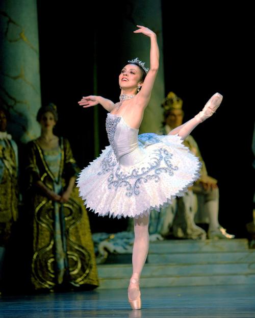 http://i2.wp.com/www.nwasianweekly.com/wp-content/uploads/2014/33_08/front_ballerina.jpg?resize=500%2C623