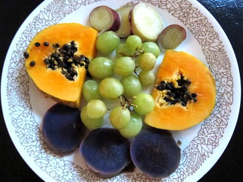 http://i2.wp.com/www.nwasianweekly.com/wp-content/uploads/2014/33_12/blog_fruit.JPG?resize=500%2C375