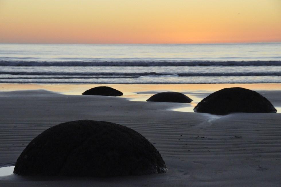 moeraki-boulders-1099260_1920
