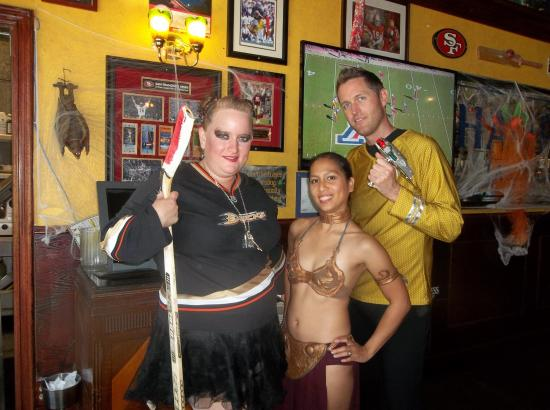 OakMonster.com - Hockey Lock Out, Slave Leia, Captain Kirk