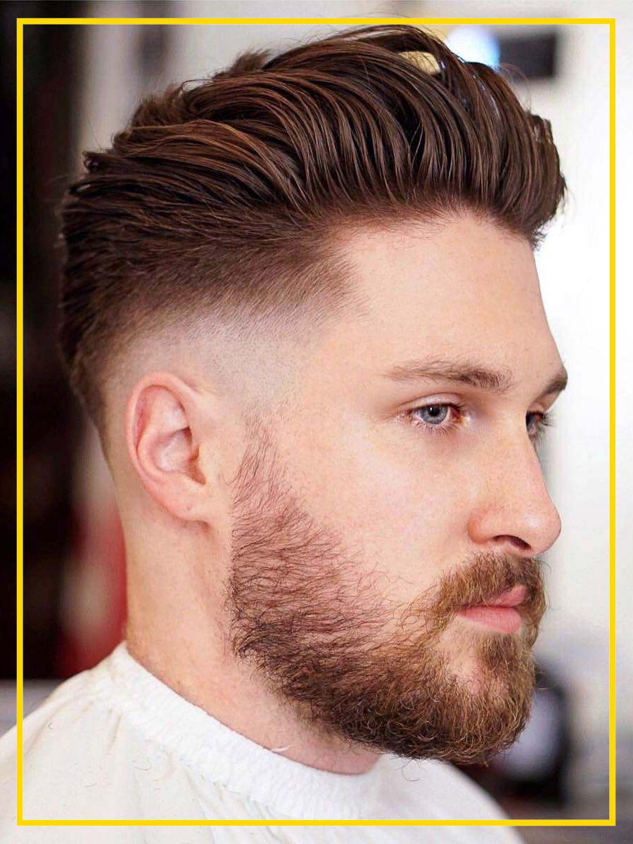 Ducktail curto com fade e barba preenchida
