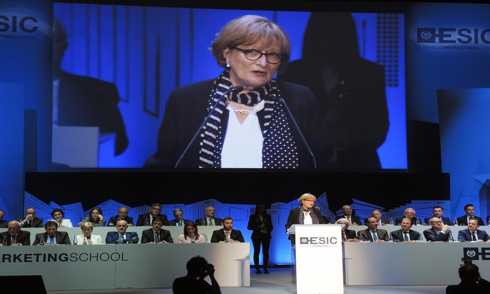 Montserrat Tarrés, presidenta de Dircom, recibe el premio ASTER de Comunicación