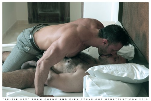 men-kissing-naked