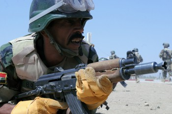 A soldier from the Commando Battalion of the Iraqi Army's 17th Brigade during a training exercise in 2010 (Photo: U.S. Army).