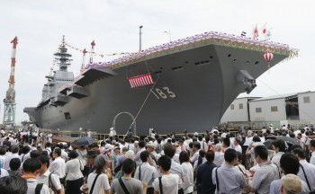"Japan's new warship ""Izumo"", which has a flight deck that is nearly 250 meters (820 feet) long, is unveiled in Yokohama, south of Tokyo, Tuesday, Aug. 6, 2013 (Photo: Kyodo News)."