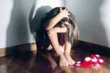 Marocchino di 32 anni trascina fuori casa una bambina di 11 e la bacia, arrestato per violenza sessuale