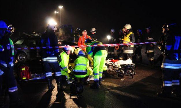 Pontecurone, tamponamento fra due auto sull' A/21, muore un giovane di 18 anni, ferite guaribili per i genitori
