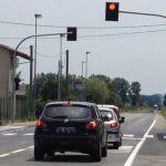 Da mezzanotte di domani tra Sale e Spinetta scatta il semaforo intelligente che fa le multe a chi passa col rosso