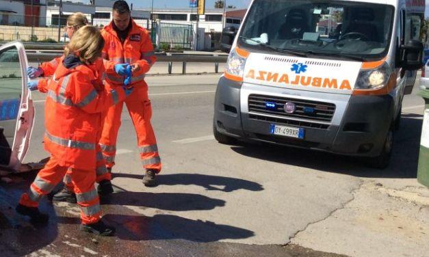 Schianto frontale a Castelnuovo Scrivia fra auto e camion, grave un uomo di 66 anni