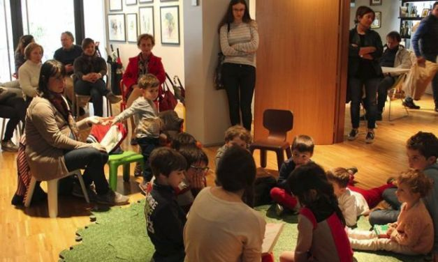 """Tanti bambini e genitori al D-café per la """"Merenda da favola"""""""