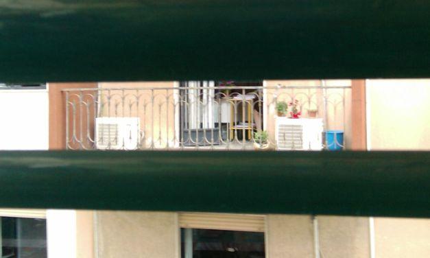 Un tortonese spia la vicina dalla finestra del bagno e finisce nei guai